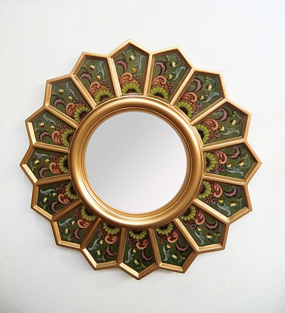 Mirror round 39 green sunflower 39 decorative wall by Round decorative wall mirrors
