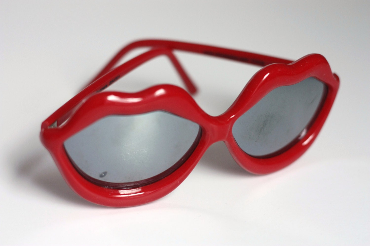 Vintage Bright Red Lola Sunglasses / Red Lips Sunglasses - GetColorCrazy