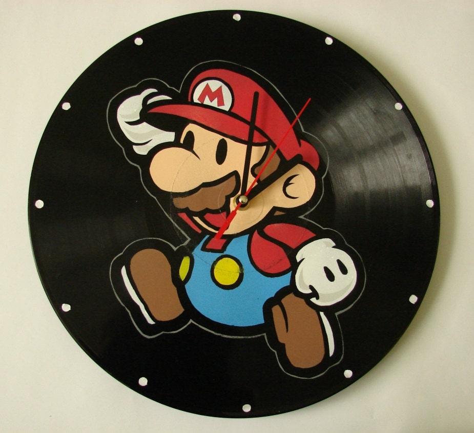 Mario vinyl record clock - VantidusVinylArt