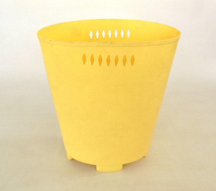 Waste Basket Plastic Pale Yellow Trash Cans By Lauraslastditch