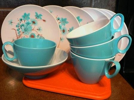 Vintage melmac kitsch ...  Melmac great Group of 11 Pce 6 small PLATES 1 BOWL and 4 CUPS  ... fun - CndnPrairieAntiques