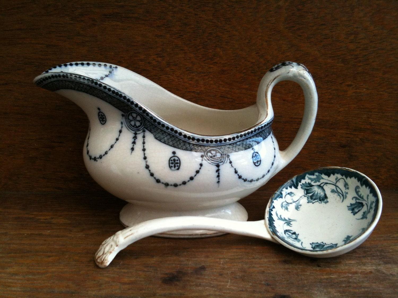 Antique anglais saucire bleu et blanc avec dpareilles louche vers de 1910 / English Shop