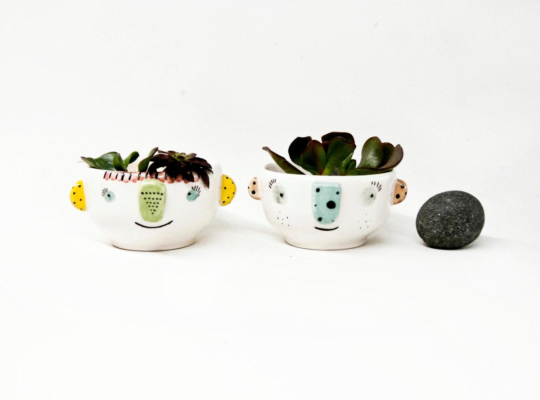 Macetero de cerámica con cara