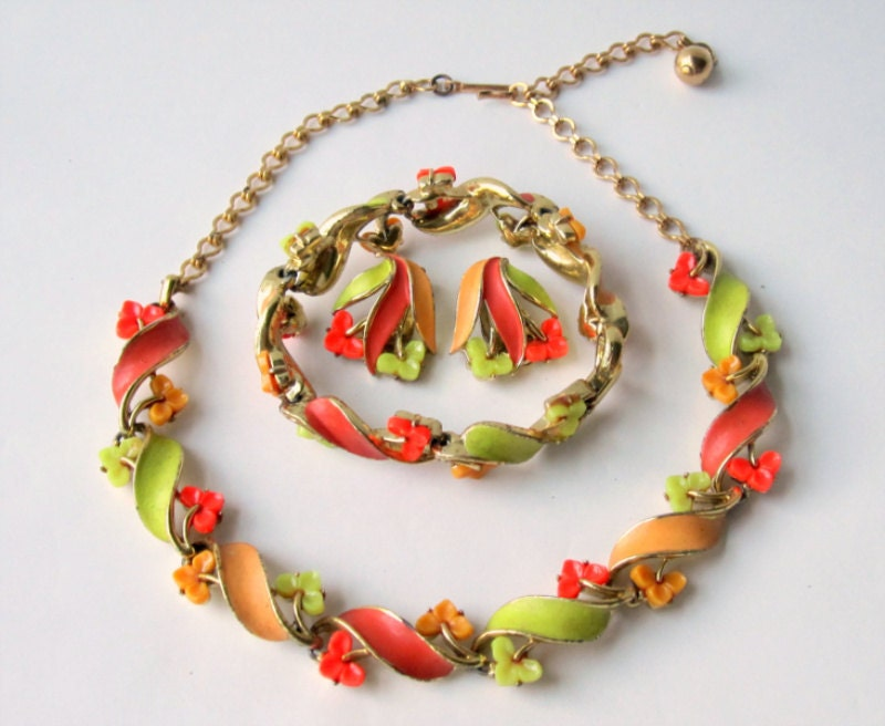 Vintage Lisner Hot Colored Necklace Set