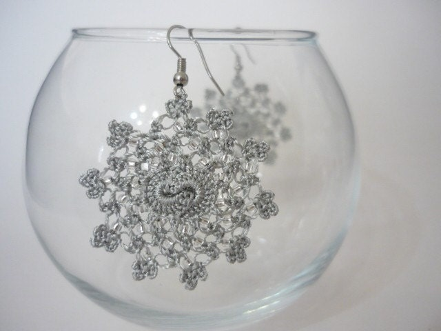 Little Moons Crochet Earrings in light grey