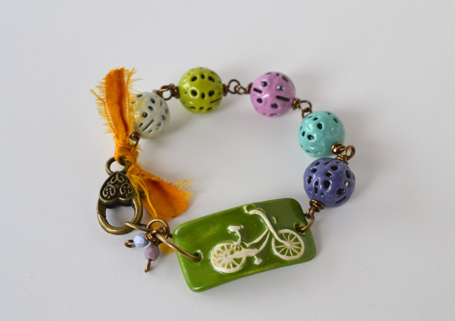 Bicycle Bracelet - ceramic bar, green bracelet, enamel beads, glass on metal - ArtIncendi