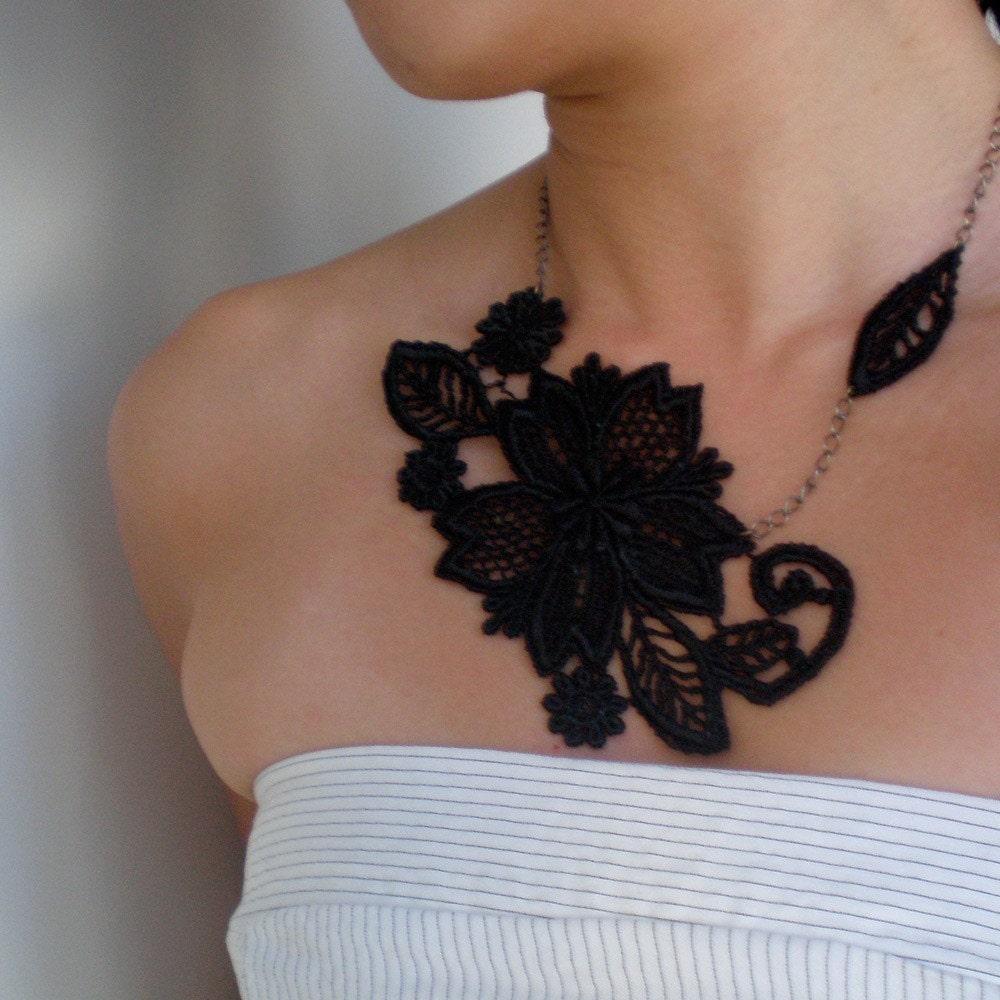 Stephanie black Lace Necklace