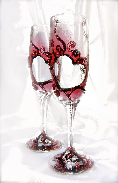 Wedding champagne glasses with red and black by purebeautyart - Flutes a champagne originales ...