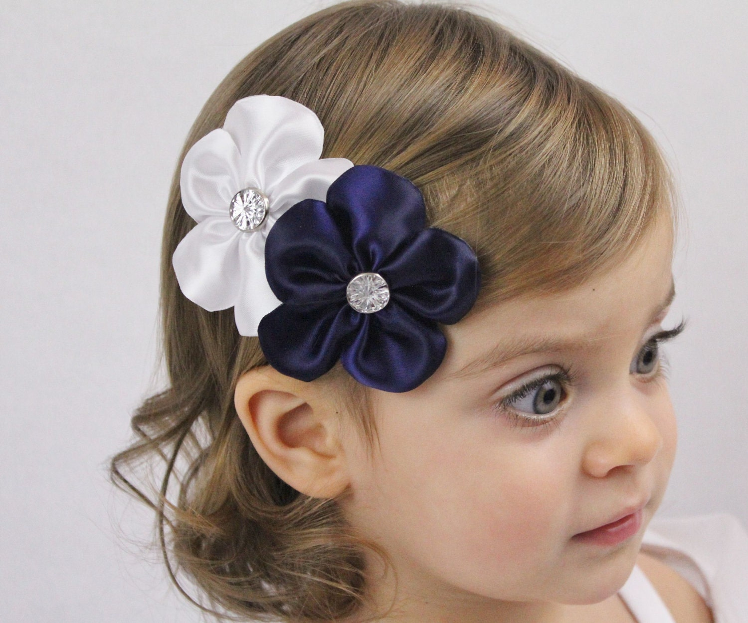 White and Navy Flowers Hair Bow Wedding Flower by SweetestBugBows