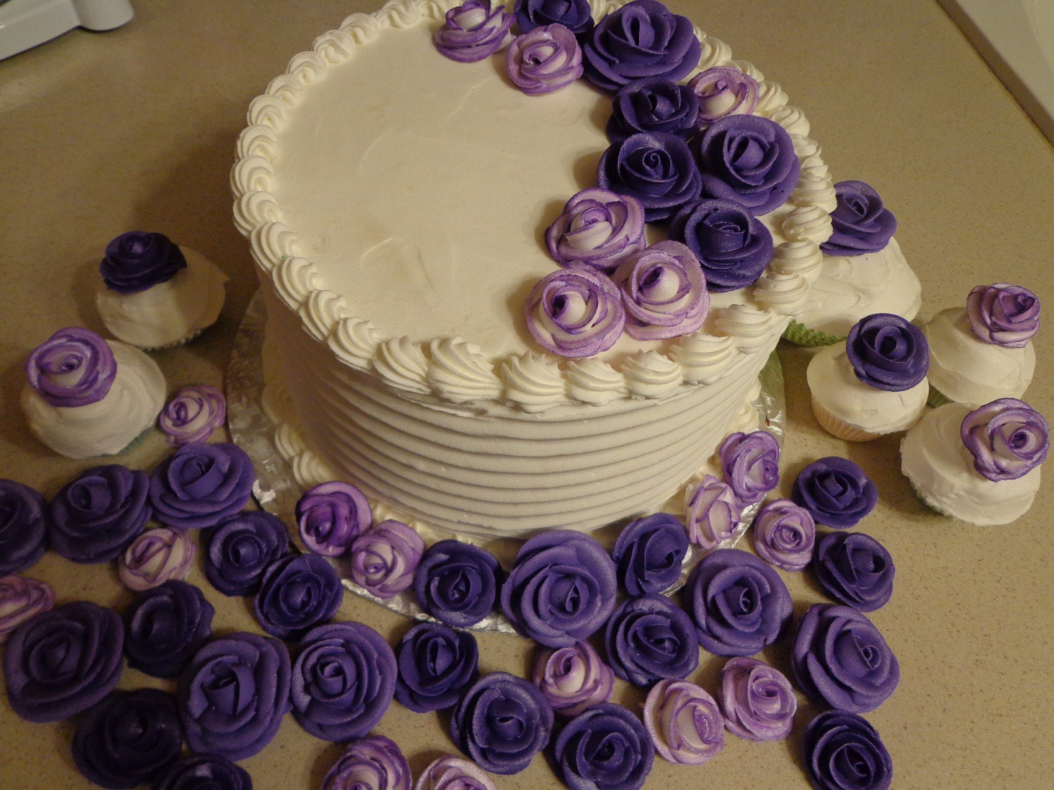 Cake Decorating Icing Roses : Purple Royal icing roses edible for cake by ...