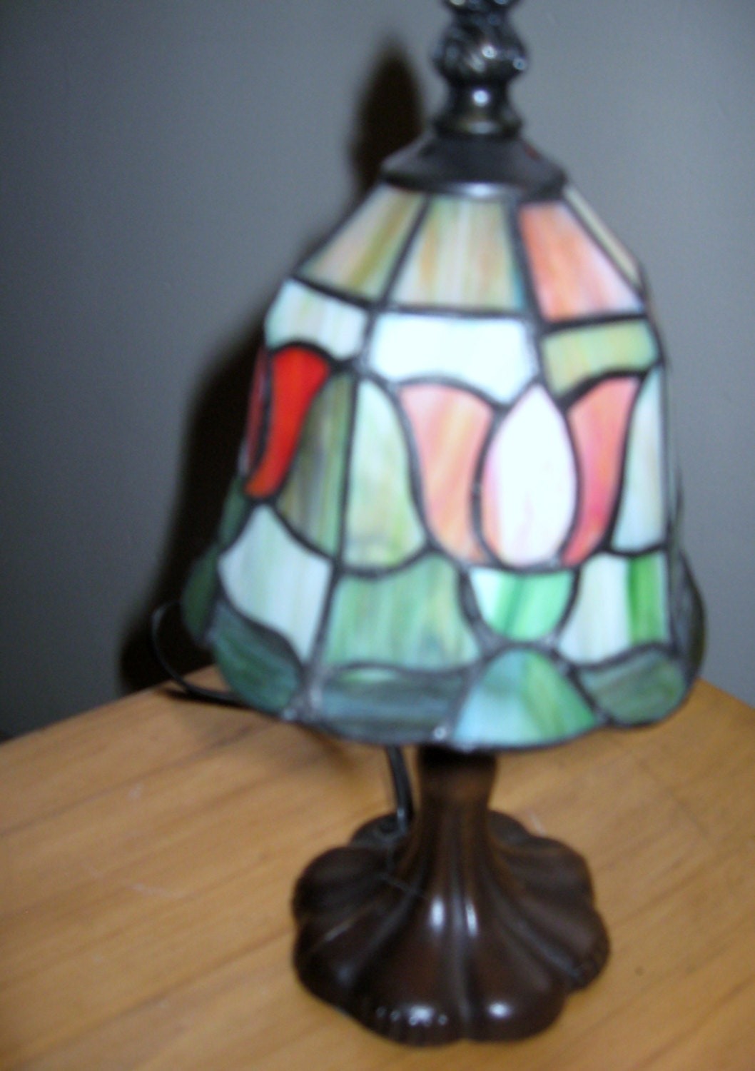 vintage small tiffany style lamp tulip design by serrindipitous. Black Bedroom Furniture Sets. Home Design Ideas