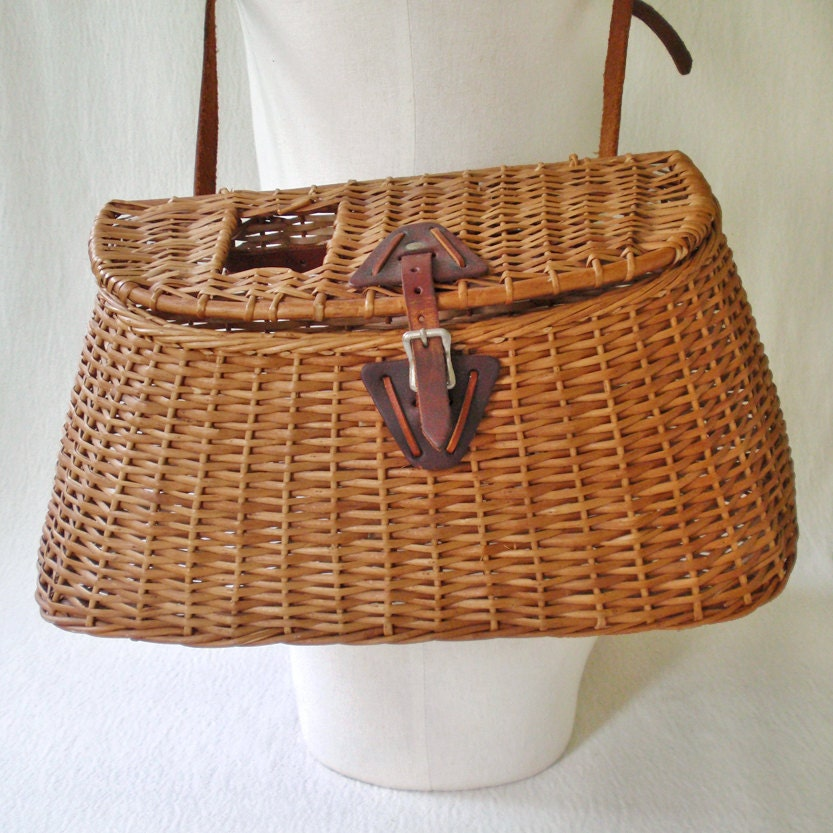 Gently used willow orvis creel fly fishing wicker by for Fly fishing creel