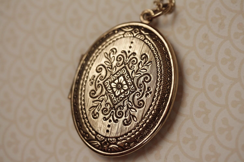 large gold ornate vintage locket necklace with by freshyfig. Black Bedroom Furniture Sets. Home Design Ideas