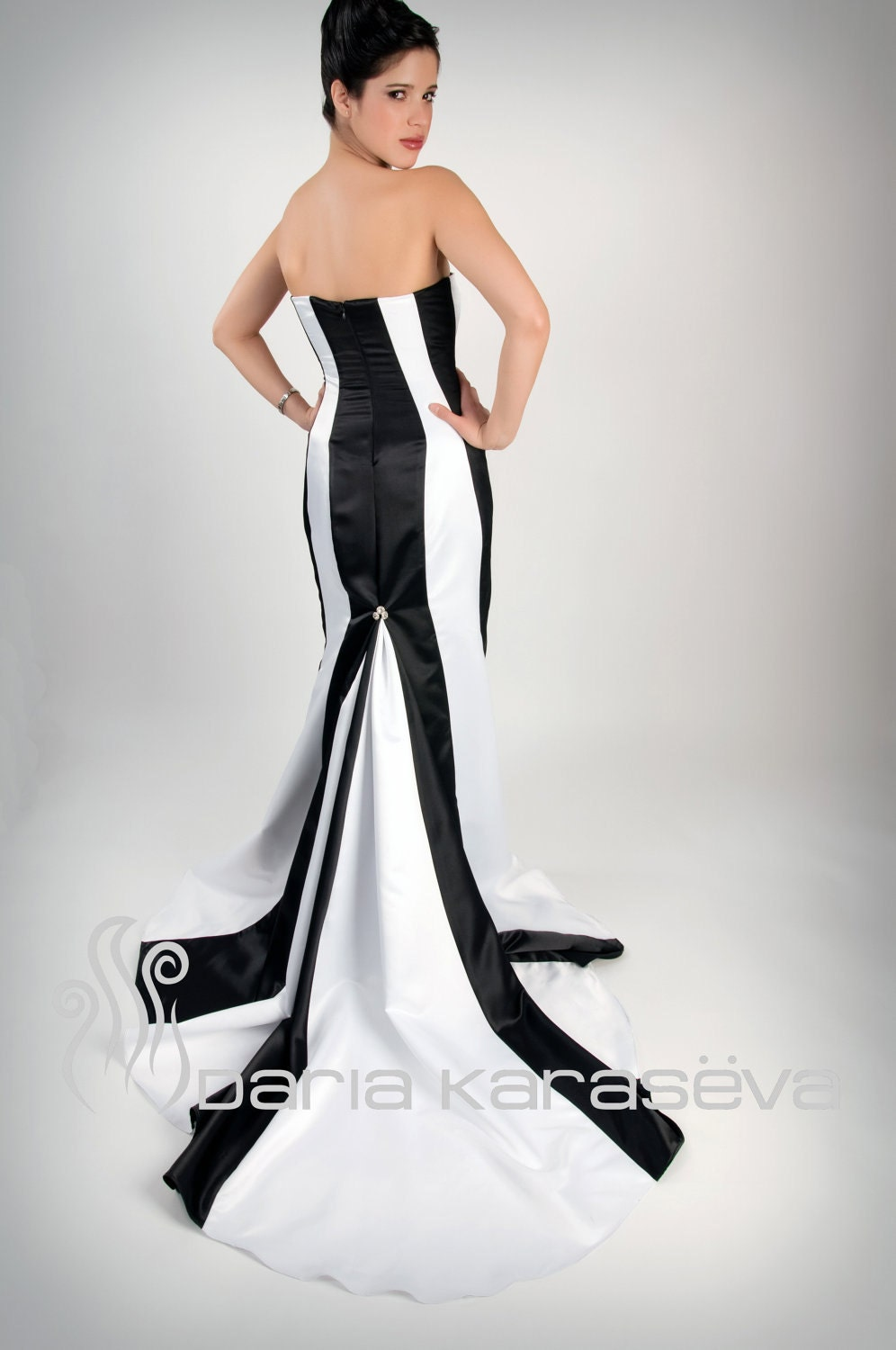 Get the best deals on black and white strapless midi dress and save up to 70% off at Poshmark now! Whatever you're shopping for, we've got it.