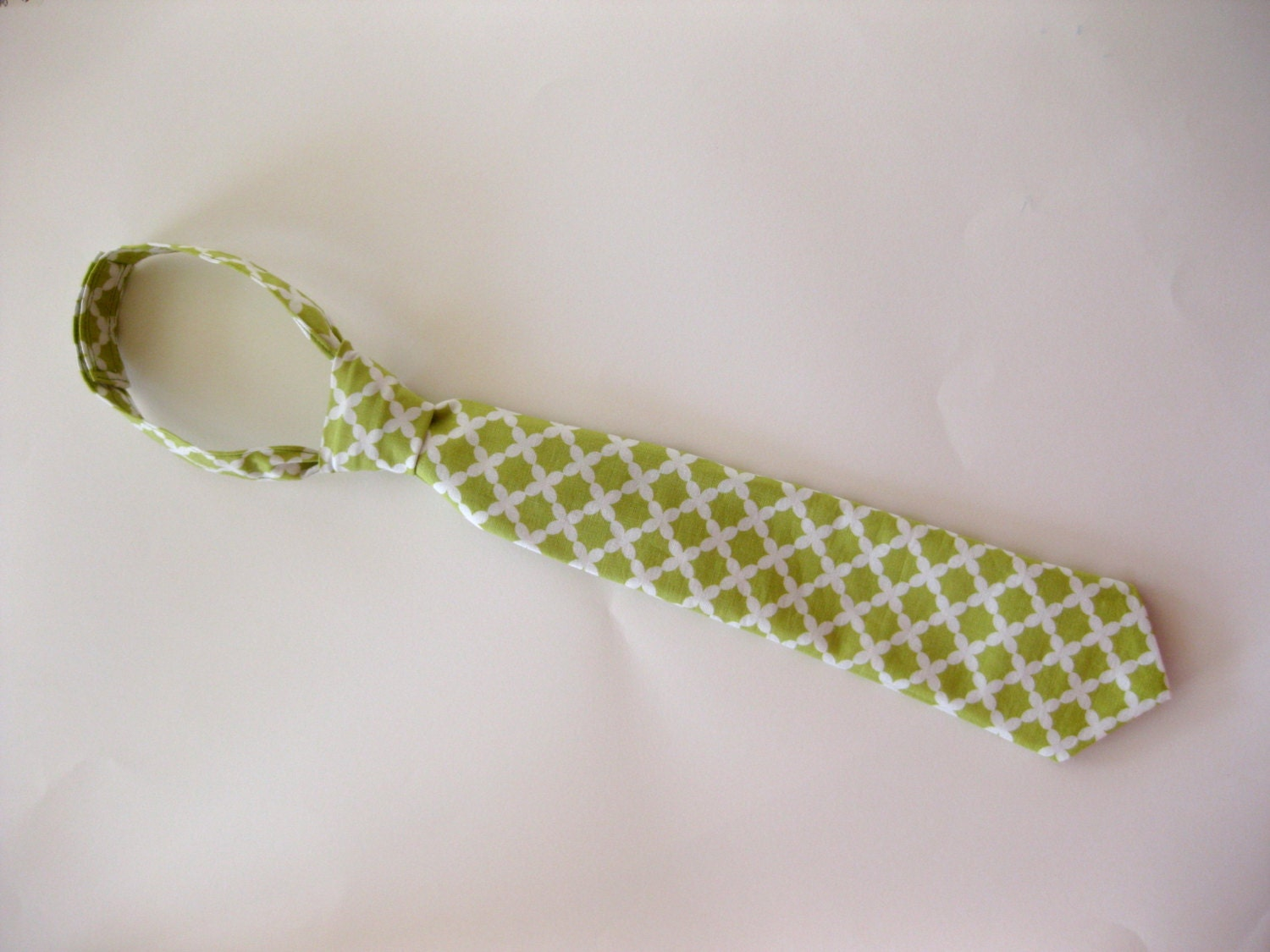 Boy's Easy On necktie size small