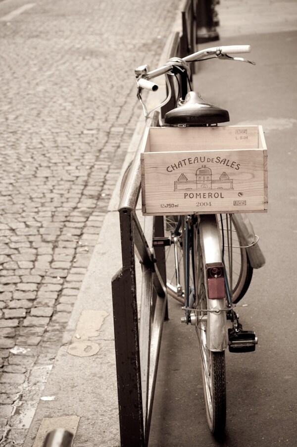 Paris Photo - Париж велосипедов на парижской улице, с вина Crate, Франции, Home Decor изобразительного искусства Путешествия Фотография