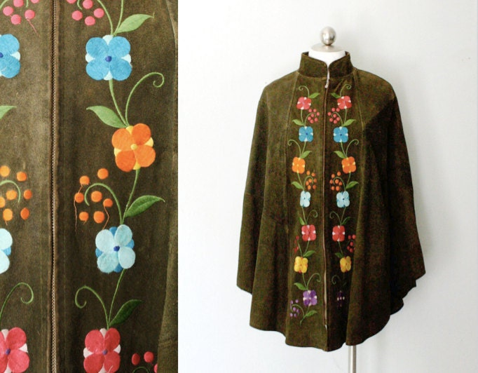 1970s boho suede cape // embroidered olive green cape // bohemian vintage poncho // most sizes - AnatomyVintage
