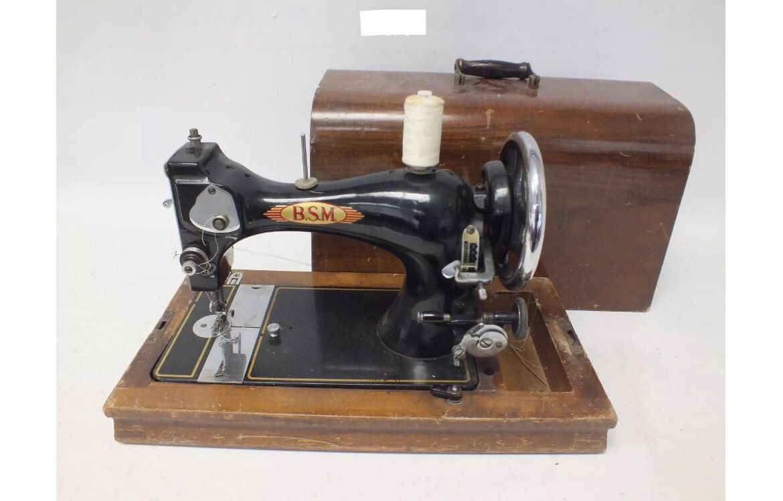Vintage British Sewing Machines Ltd (BSM) Model 7000 Hand Crank Sewing Machine With Wooden Case