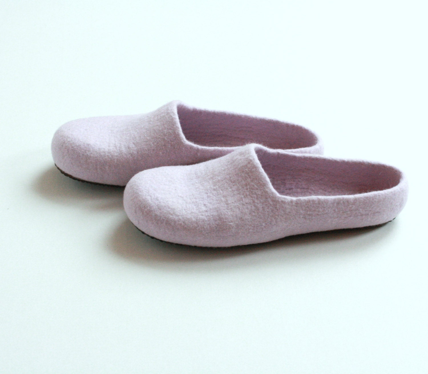Women house shoes - light lila felted wool slippers - Mothers day gift