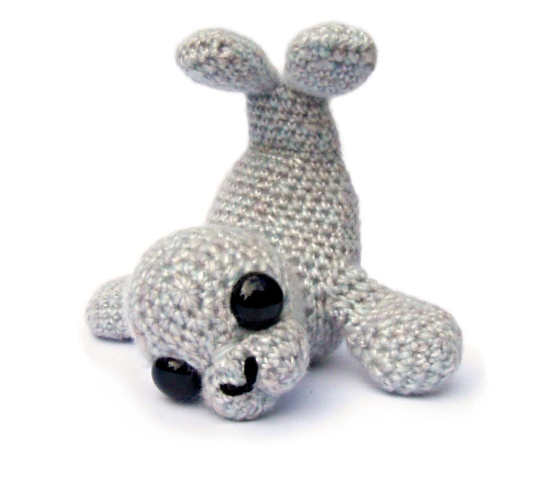 Fuzzy Seal amigurumi crochet pattern : PlanetJune Shop