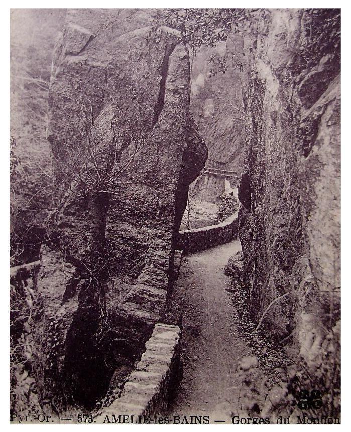 Gorges du Mondony, Amelie les Bains, France - Unused Vintage Postcard - ChicEtChoc