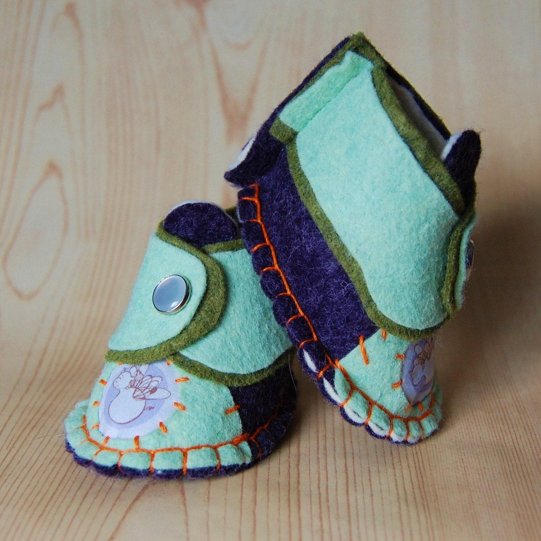 Рука прошитой войлок детская обувь, новорожденных