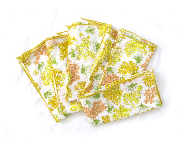 vintage 1970s cloth napkins // yellow white // floral print // retro // bohemian - diaphanousvintage