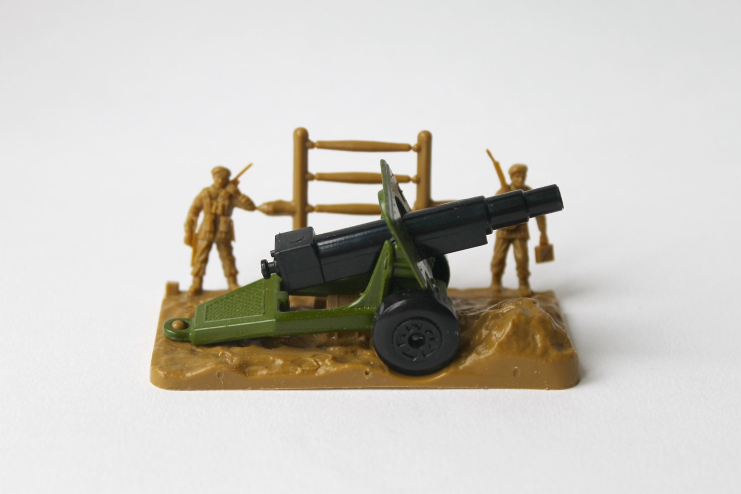 Vintage Matchbox superfast 32 field gun military cannon. Matchbox army field gun, military cannon, Made in England with original box.