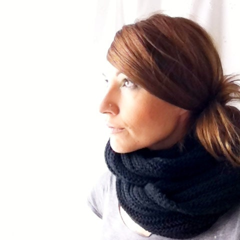 Black Handknit Infinity scarf // cowl // circle // unisex // ribbed // chunky cozy warm - jerseymaid