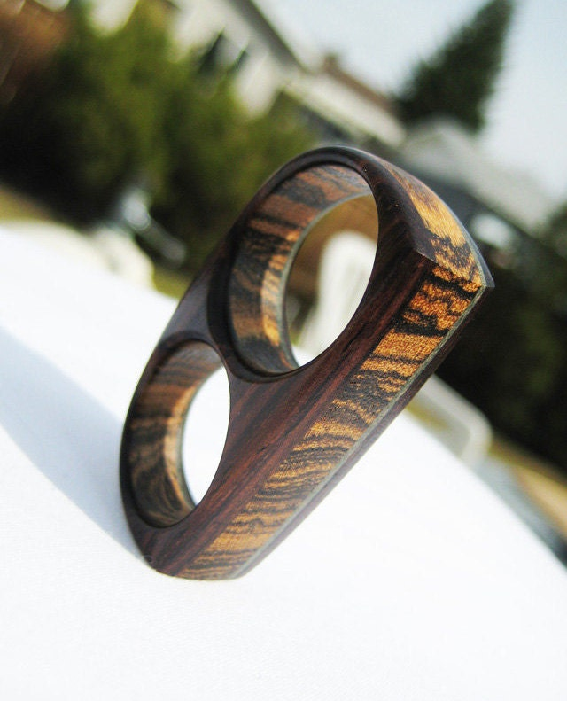 Two Finger Ring - Cocobolo, Bocote & Forest Green-Dyed Veneer - Endeavours