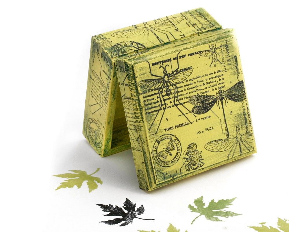 "Boxes, Green Dragonfly Natural History, Green Wooden Box,  Jewelry box , distressed box  Dimensions - 3 1/2 x 3 1/2 x 2 "" - 9 x 9 x4,5 cm - MyHouseOfDreams"