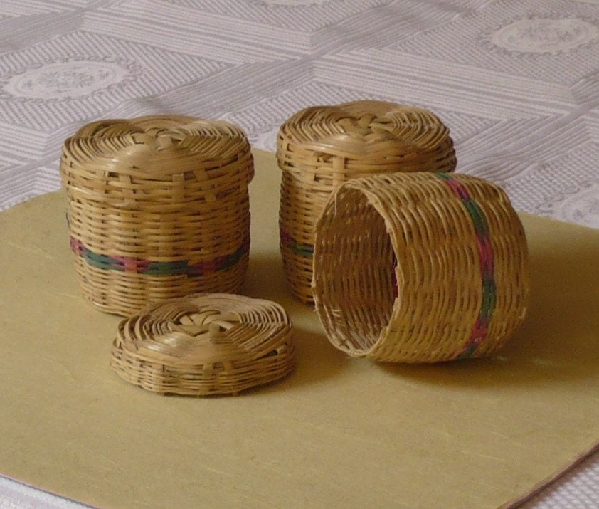6 small baskets with lids by elmercadito1 on etsy. Black Bedroom Furniture Sets. Home Design Ideas