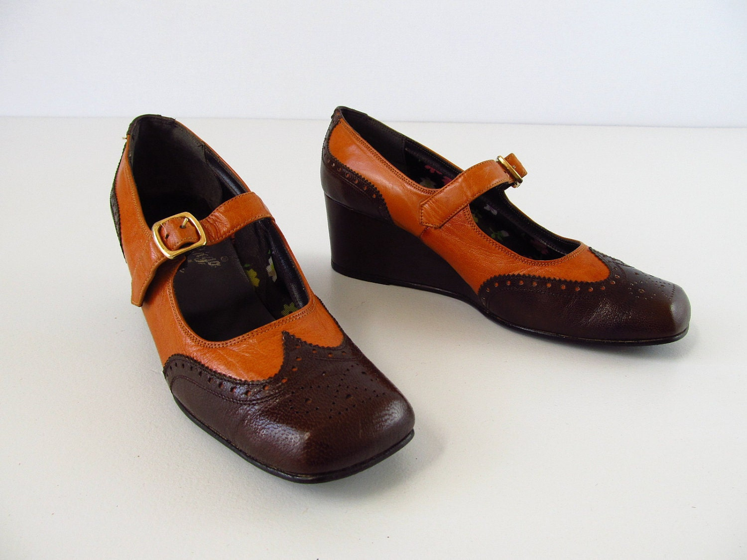 1970s mary jane wedges   vintage 70s brogue wedge shoes   size 6