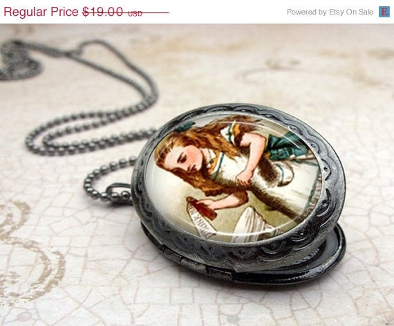SALE Alice Drink Me Locket Necklace - Glass Dome Pendant Gunmetal, Picture Locket, Photo Locket, Vintage Style Locket by Lizabettas