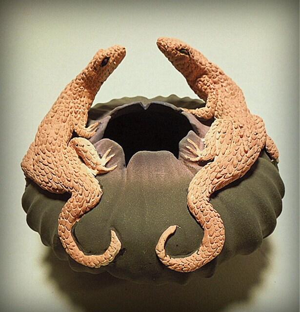 Две ящерицы аллигатора чаша