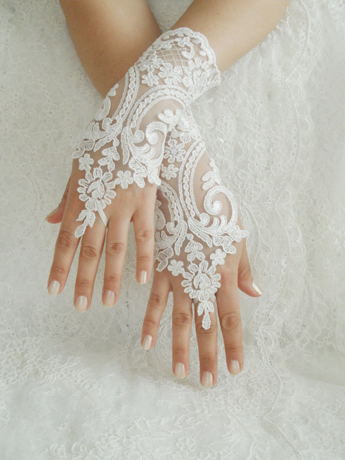 Free shipping wedding gloves ivory lace gloves for Wedding dress with long gloves