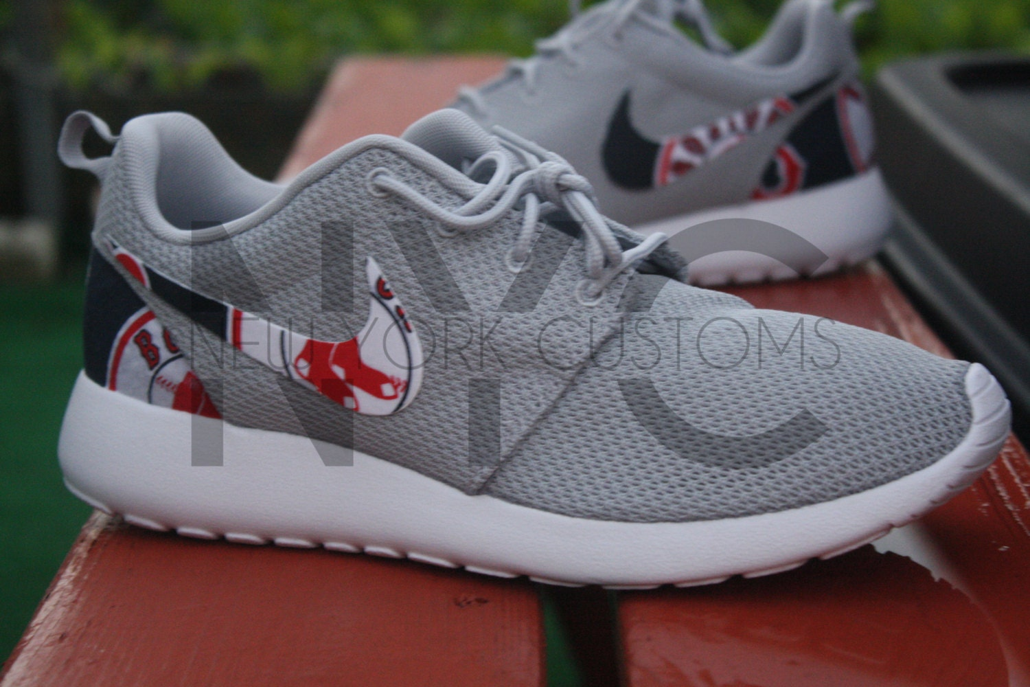 nike roshe run flyknit grey red sox
