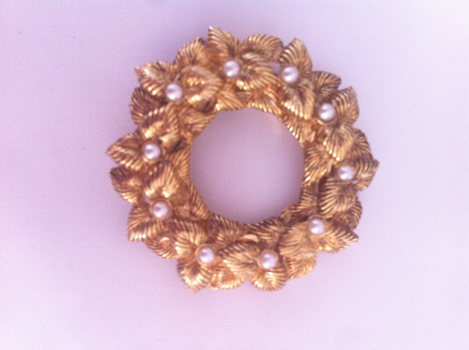 gold tone and pearl wreath 50s antique vintage brooch scarf clip pin retro jewellery jewelry