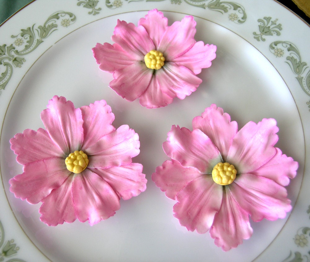 Cake Decorating With Gumpaste Flowers : Pin Wildflowers Gum Paste Flowers Edible Cake And Cupcake ...