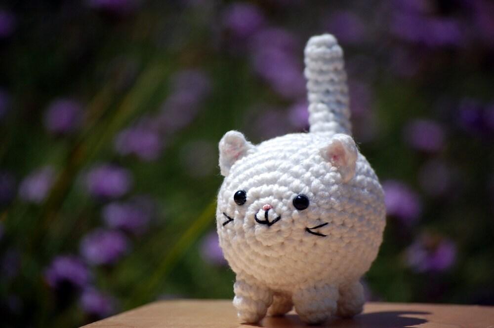 White fat amigurumi kitty cat small crochet by ...