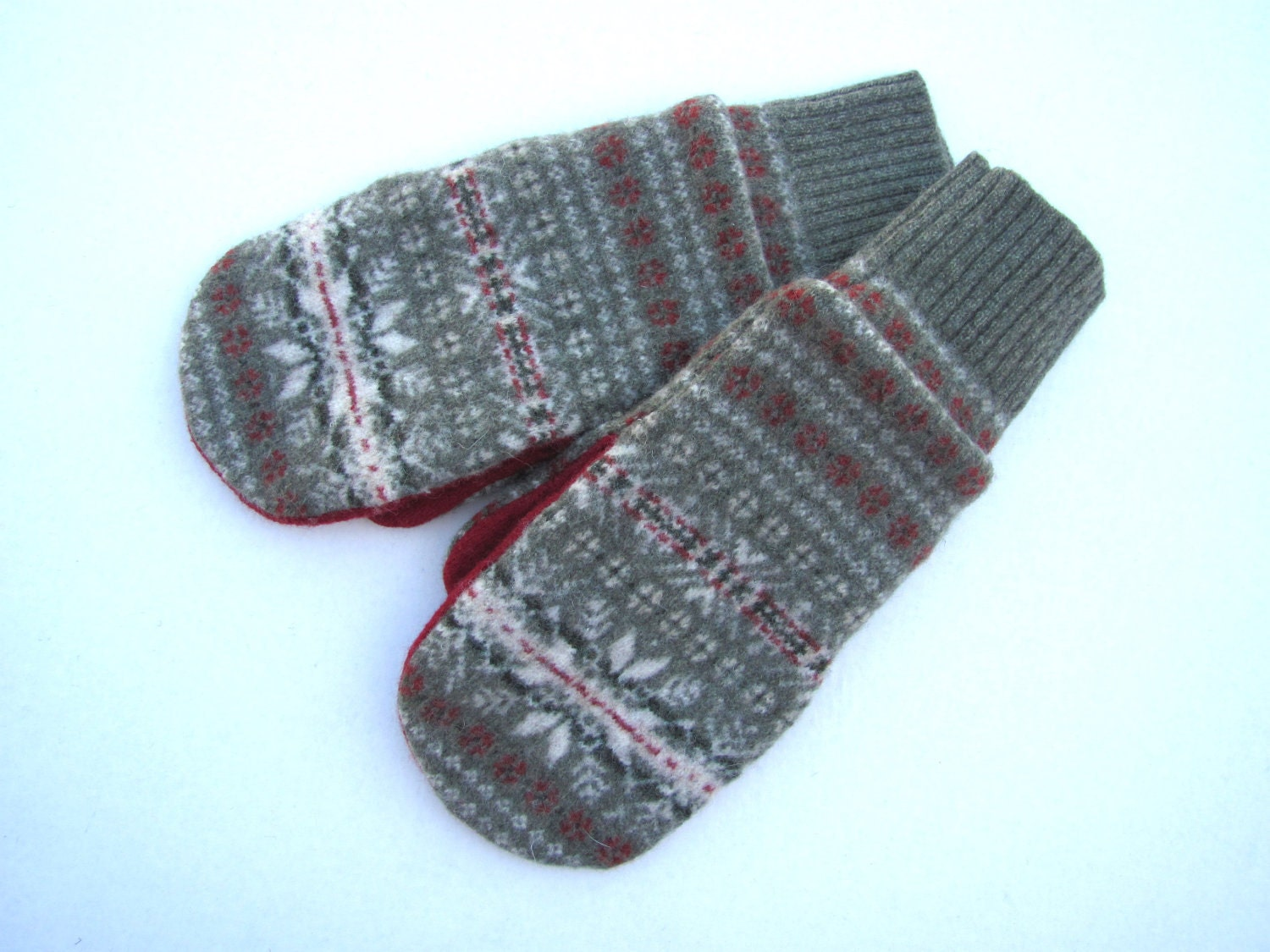 Wool sweater mittens fleece lined red and green snowflake fair isle