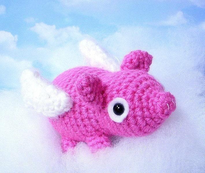Flying pig / piglet Crochet Amigurumi pattern / by TGLDdoll