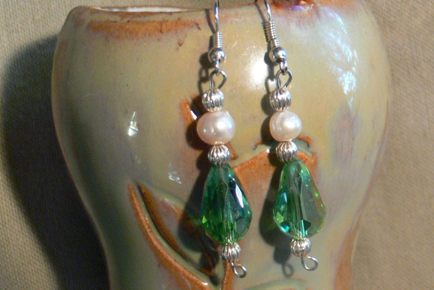 Green crystal and fresh water pearls dangle earrings - MarquisCreations