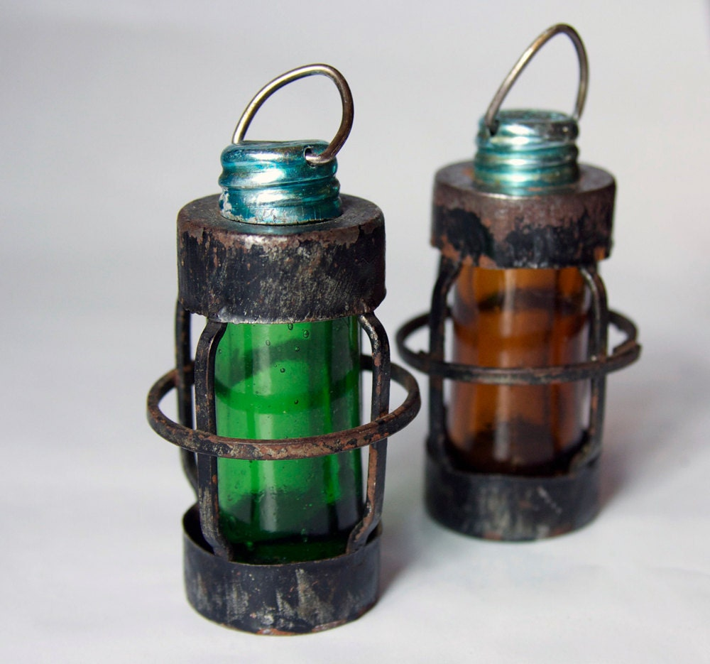 Items similar to 25 off sale vintage port and starboard lantern themed salt and pepper shaker - Difference between port side and starboard ...