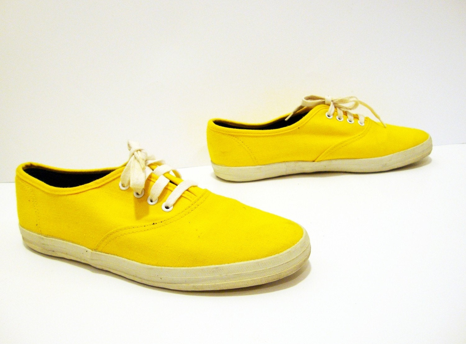 size 8 yellow canvas sneaker tennis shoes by