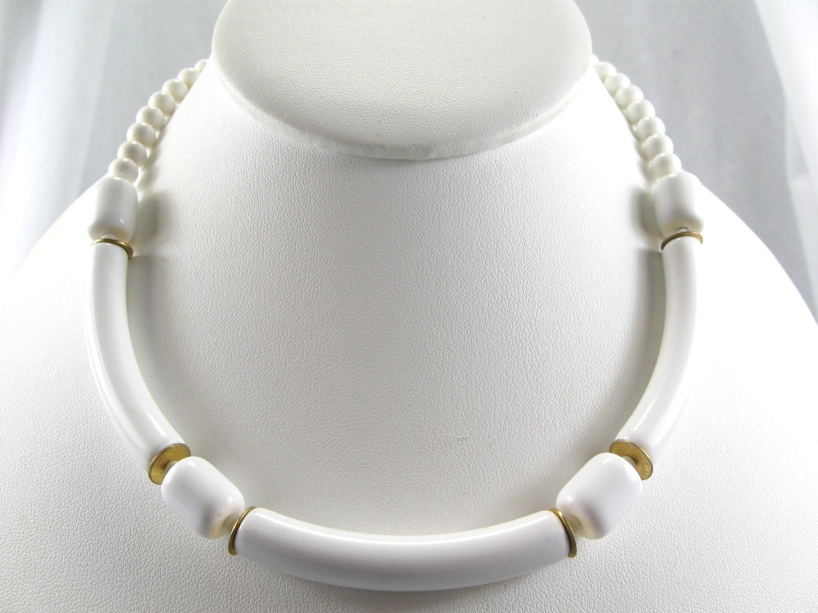 vintage 60s white plastic bead choker necklace by