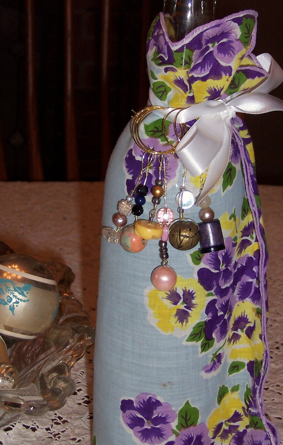 Wine Bottle Bag and 6 Wineglass Charms, Hostess Set - Vintage fabrics & buttons