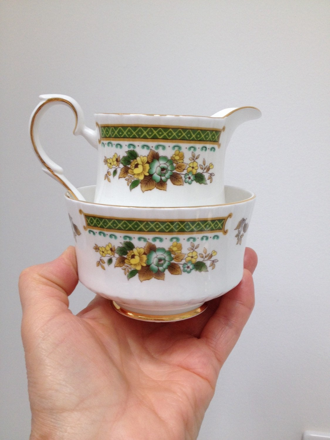 Reduced  Royal Standard milkcreamer and sugar bowl bone china