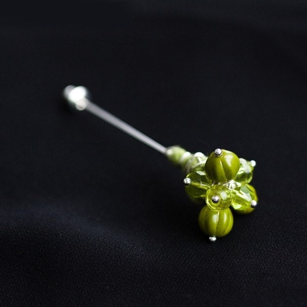 SALE 20% off: Mossy Green Glass Beads and Felt Pin Brooch - Forest - ready to ship now - perfect gift under 25 - vart