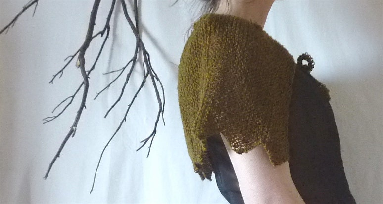 Shetland Capelet, hand knitted in pure Shetland wool - InnerWild